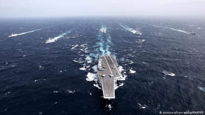 Kapal induk milik Cina di Laut Cina Selatan