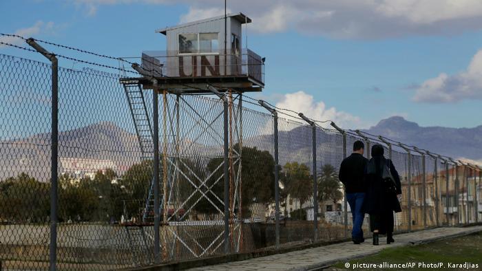 Zypern Grenze (picture-alliance/AP Photo/P. Karadjias)