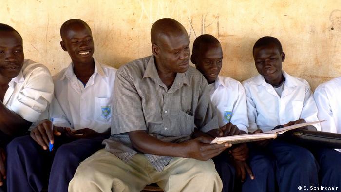 Uganda Alexander Ochen ex LRA kommandeur und heute Lehrer