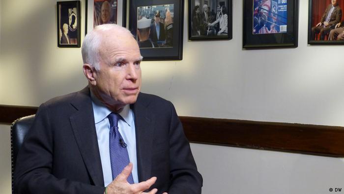 Сенатор от Республиканской партии США Джон Маккейн во время интервью DW