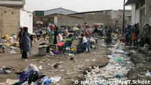 In der Landeshauptstadt Luanda ist ein Markt aufgebau, der gut besucht zu sein scheint (Foto vom 24.10.2006). Foto: Thomas Schulze +++(c) dpa - Report+++ | Verwendung weltweit