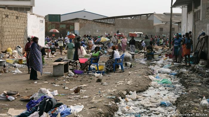 Lixo em Luanda, Angola