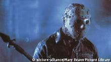 Film still from 'Friday the 13th Part VI: Jason Lives' (picture-alliance/Mary Evans Picture Library)