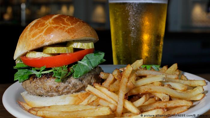 Why drinking alcohol makes us hungry