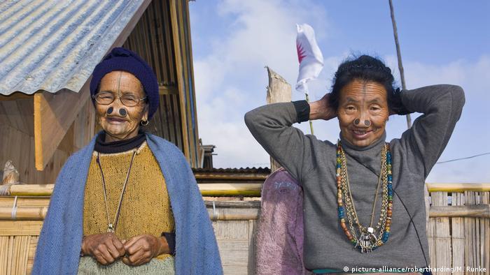 Indien Apatani-Stamm (picture-alliance/robertharding/M. Runke)