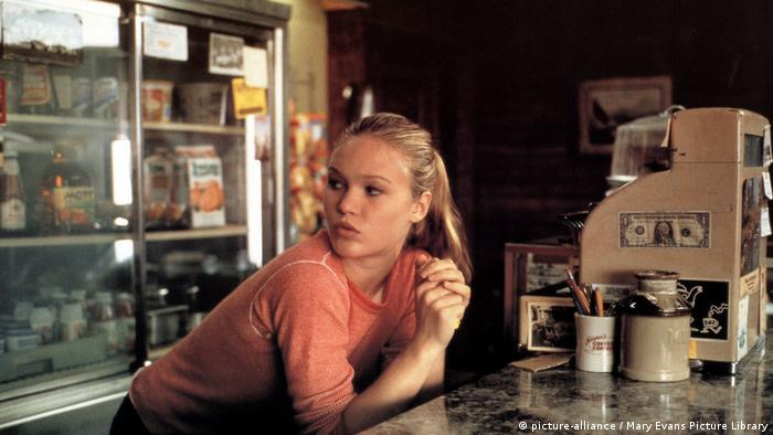 Film still from State and Main - Julia Stiles (Photo: picture-alliance / Mary Evans Picture Library)