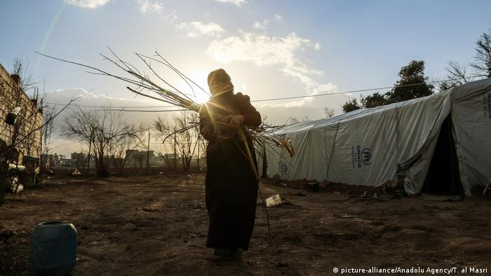 An internally displaced Syrian woman at a makeshift camp after fleeing violence near Damascus