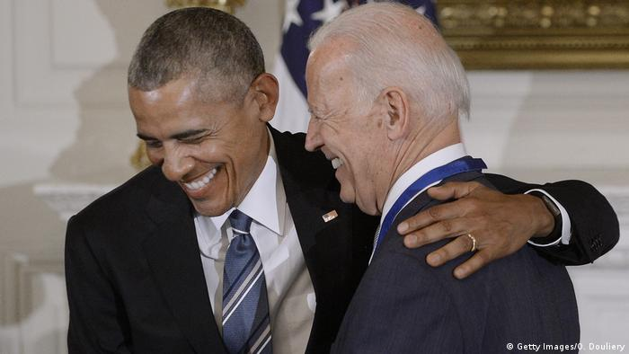USA Obama ehrt Joe Biden mit der Freiheitsmedaille (Getty Images/O. Douliery)