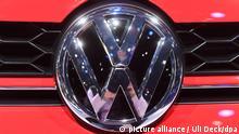10.1.2017***Ein Volkswagen (VW) Logo, aufgenommen am 10.01.2017 bei der North American International Auto Show (NAIAS) in Detroit (Michigan) am zweiten Pressetag. Die Messe öffnet ihre Pforten ab dem 09.01. zunächst nur für die Presse und Händler, ab dem 14. Januar bis zum 22. Januar dann auch für Privatbesucher. Foto: Uli Deck/dpa   Verwendung weltweit