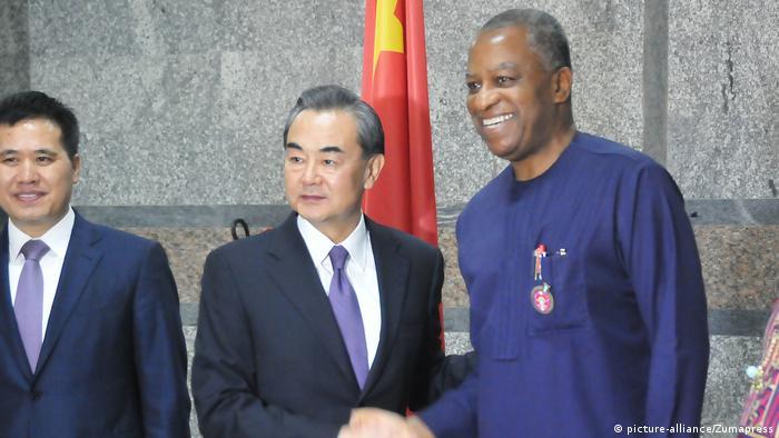 Nigeria Wang Yi und Geoffrey Onyeama