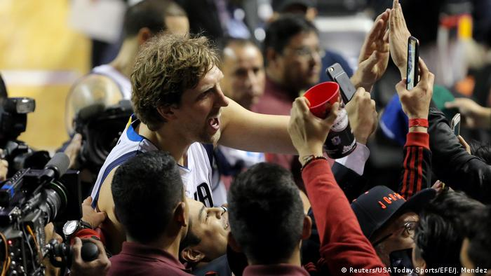 Mexiko Dirk Nowitzki Basketball NBA Phoenix Suns - Dallas Mavericks (Reuters/USA Today Sports/EFE/J. Mendez)