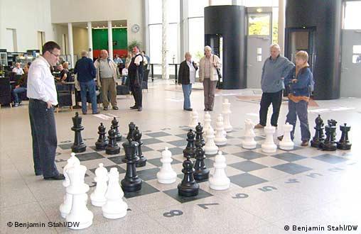 Foyer der Bundeskunsthalle mit Schachfeld (Quelle: Benjamin Stahl/DW)