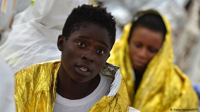 Italien minderjährige Flüchtlinge nach Mittelmeer-Überfahrt