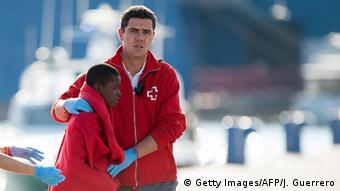 Spanien minderjährige Flüchtlinge nach Mittelmeer-Überfahrt