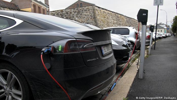Norwegen Oslo Ladestaion für Elektroautos