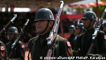 Zypern türkische Soldaten - Militärparade Jahrestag Invasion