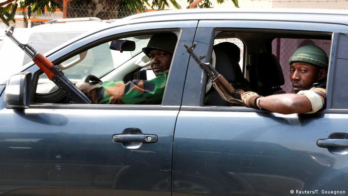 Elfenbeinküste Meuternde Soldaten in Bouake (Reuters/T. Gouegnon)