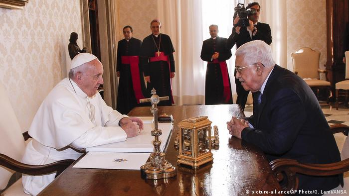 Vatikan Privataudienz Papst Franziskus und Mahmoud Abbas (picture-alliance/AP Photo/G. Lami/ANSA)
