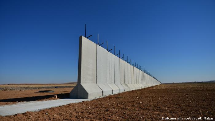 Grenze Türkei - Syrien (picture alliance/abaca/R. Maltas)