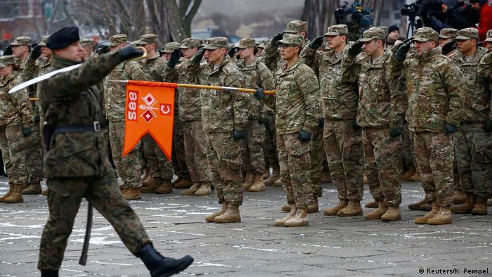 Poljski vojnici pozdravljaju dolazak američke vojske u Zagan