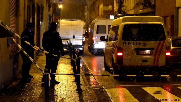 Полиция в брюссельском районе Моленбек в ходе спецоперации