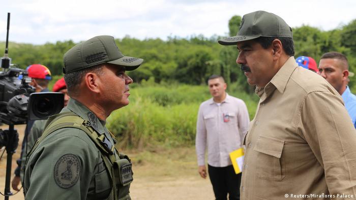 Venezuelas Präsident Nicolas Maduro mit dem Verteidigungsminister Vladimir Padrino Lopez (Reuters/Miraflores Palace)