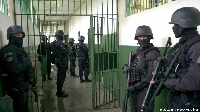 Brasilien Gefängnisunruhen Sicherheitskräfte in Manaus