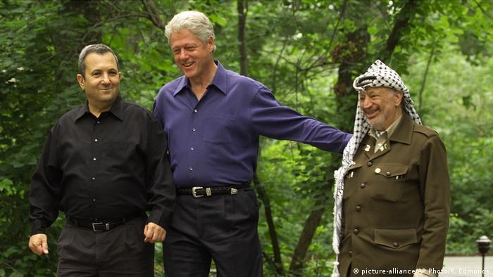 USA Camp David CLINTON BARAK ARAFAT (picture-alliance/AP Photo/R. Edmonds)