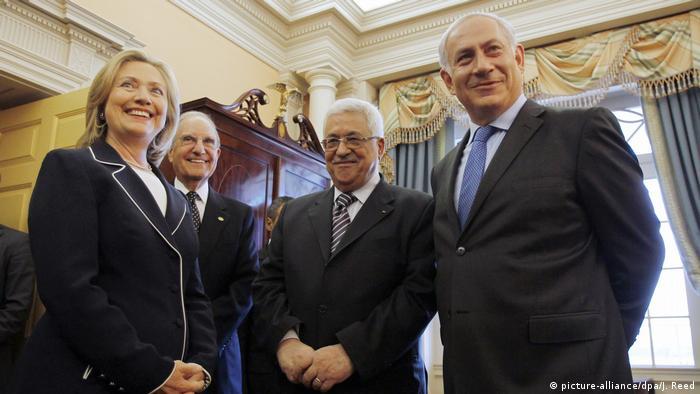 Whashington Nahost-Gespräche Hillary Clinton, Palästinser präsident Abbas Israel Ministerpräsindet Netanjahu (picture-alliance/dpa/J. Reed)