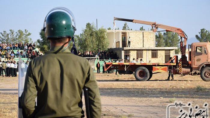 اعدام در استادیوم شهر نیریز