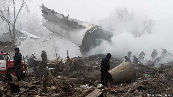 Kirgistan Flugzeugabsturz (Reuters/V. Pirogov)