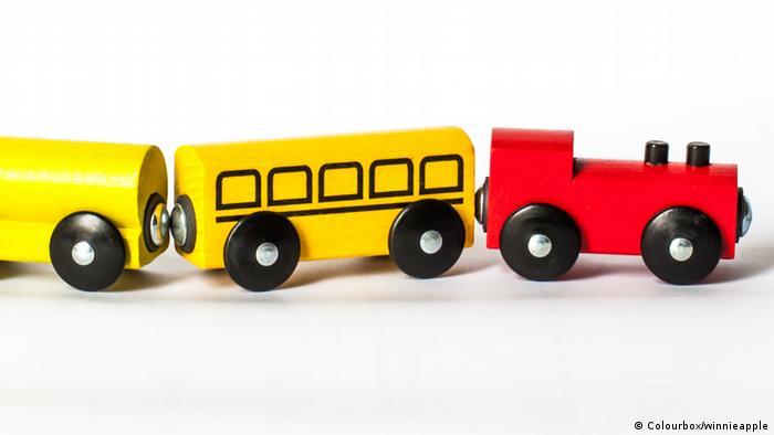 Toy train set (Colourbox/winnieapple)