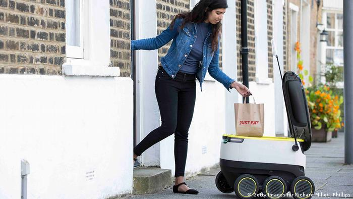 UK | Delivery robot des Lieferdienstes Just Eat (Getty Images for Richard Mille/J. Phillips)