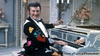 Liberace at the piano (picture-alliance/Photoshot)