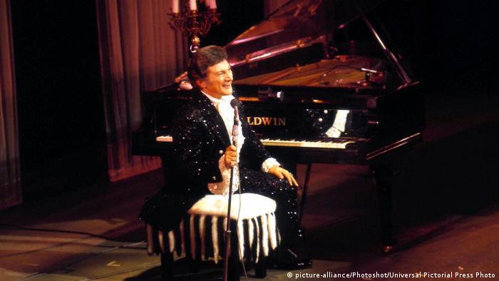 Valentino Liberace US-amerikanischer Pianist (picture-alliance/Photoshot/Universal Pictorial Press Photo)