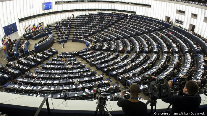 Straßburg Europaparlament - Plenarsaal (picture-alliance/Wiktor Dabkowski)