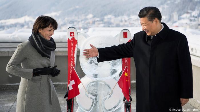 Davos Chinas Präsident Xi und Schweiz Präsidentin Leuthard (Reuters/L. Gillieron)