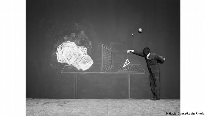 robin rhode: schwarz-weiß-malerei gibt es bei ihm nur in der kunst, Hause ideen