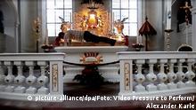 Saarbrücken - Prozess - Liegestütze auf Altar