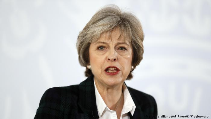 London Premierministerin Theresa May bei Rede zu Brexit (picture-alliance/AP Photo/K. Wigglesworth)