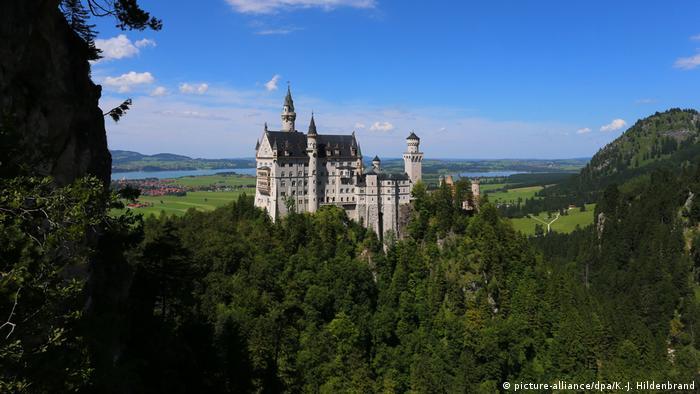 Schloss Neuschwanstein (picture-alliance/dpa/K.-J. Hildenbrand)