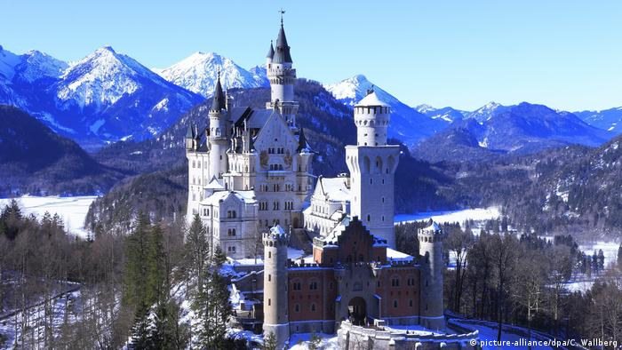 Schloss Neuschwanstein im Winter (picture-alliance/dpa/C. Wallberg)