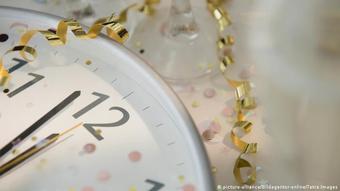 Clock (picture-alliance/Bildagentur-online/Tetra Images)