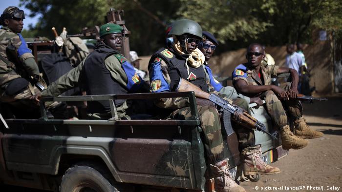 Mali Gao - Soldaten (picture-alliance/AP Photo/J. Delay)