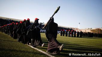 Женщины-бойцы повстанцев-хуситов на параде