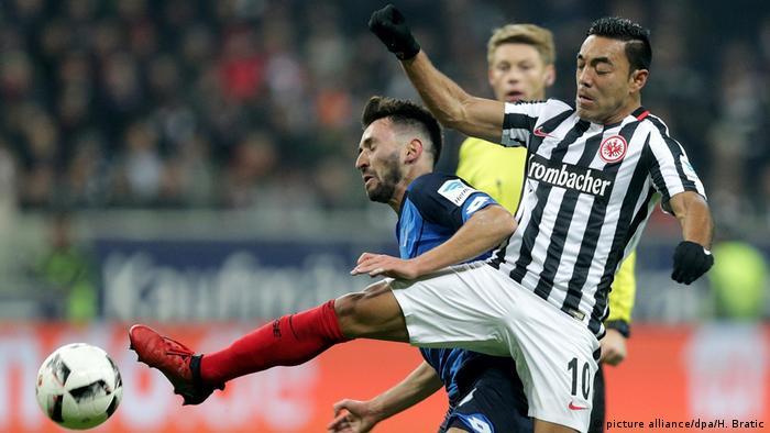 Zweikampf Marco Fabian (Frankfurt) gegen Lukas Rupp (Hoffenheim) (picture alliance/dpa/H. Bratic)