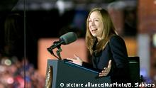 Chelsea Clinton on stage at the final rally of Democratic Presidential candidate Hillary Clinton, on November 7, 2016, at Independence Hall, in Philadelphia, PA., USA. The same city her campaign started in, also provides the final stage for Clinton as she is joined by her family and Michelle and Barrack Obama. (Photo by Bastiaan Slabbers/NurPhoto)   Keine Weitergabe an Wiederverkäufer.