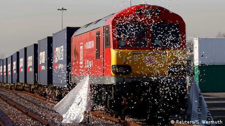 Großbritannien Erster Güterzug aus China trifft nach 18 Tagen in London ein (Reuters/S. Wermuth)