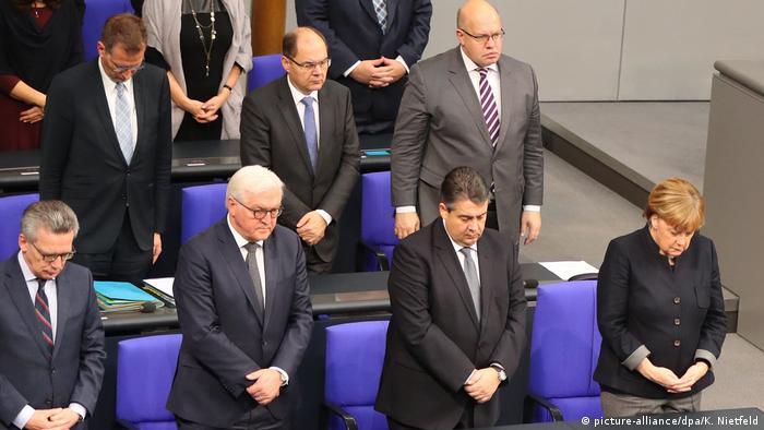 Deutschland Bundestag Gedenken an die Opfer des Anschlags am Breitscheidplatz (picture-alliance/dpa/K. Nietfeld)