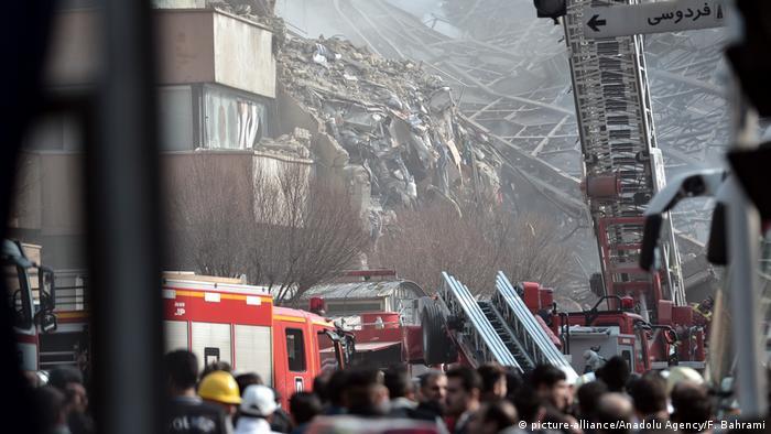 Iran Hochhaus in Teheran - Einsturz nach Brand (picture-alliance/Anadolu Agency/F. Bahrami)